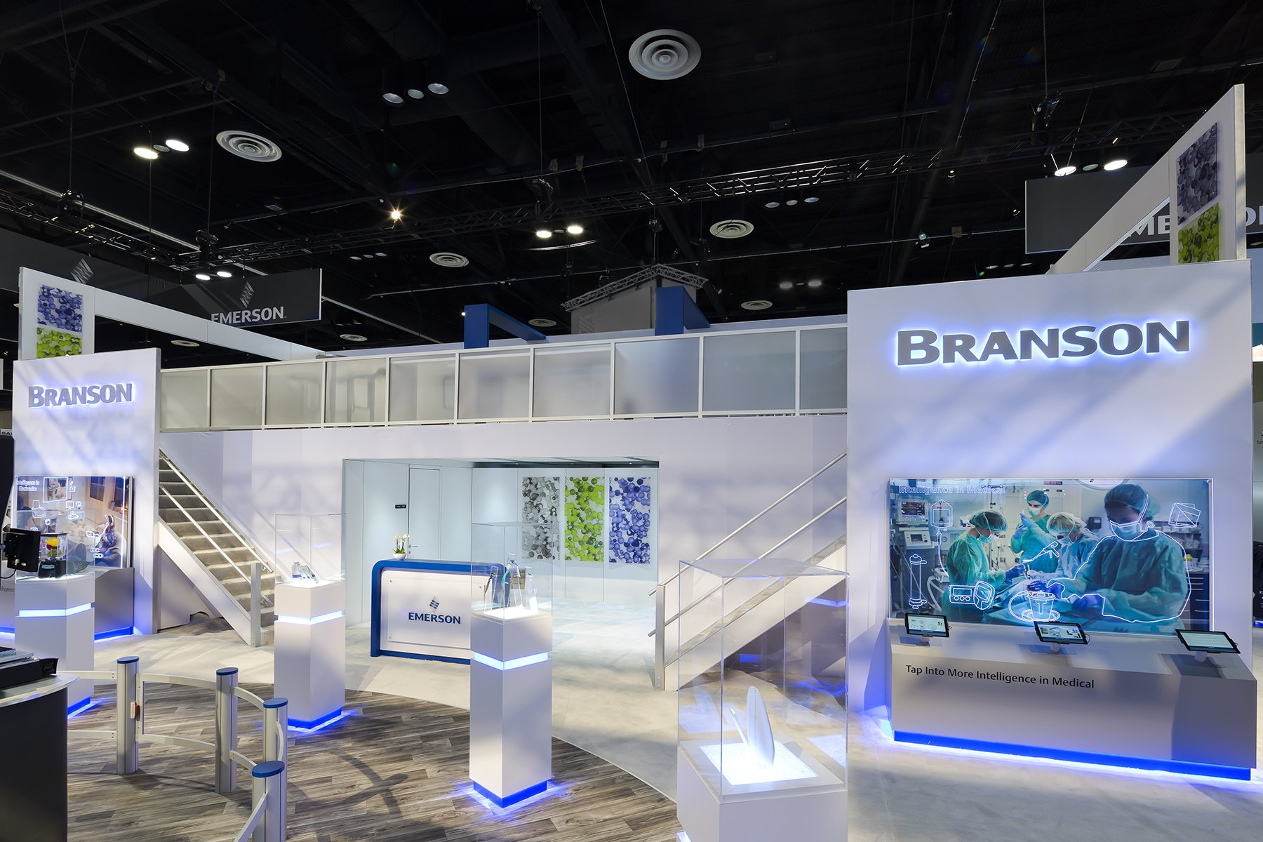 How to create a visually engaging trade show booth